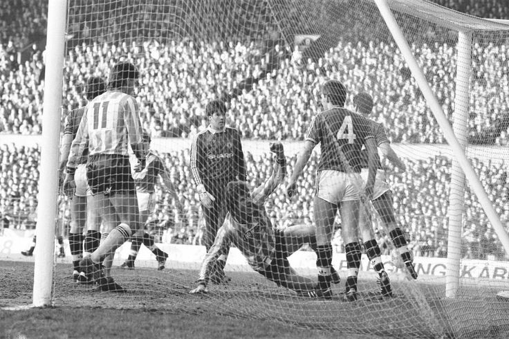 Man Utd 0 Coventry City 1 in Jan 1987 at Old Trafford. Keith Houchen scores the only goal of this FA Cup 4th Round tie.