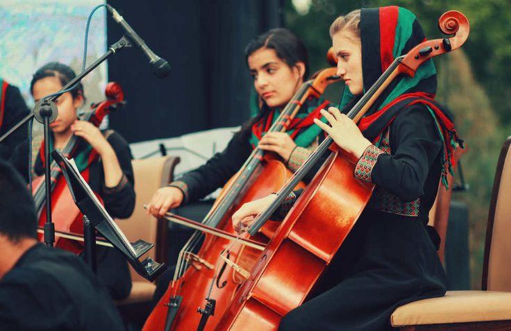 ΧΩΡΑ ΜΕ ΜΟΥΣΙΚΗ ΚΟΥΛΤΟΥΡΑΣτο Αφγανιστάν, μια ομάδα νέων γυναικών δημιούργησε μια ορχήστρα κλασικής μουσικής, η οποία δίνει συναυλίες και στο εξωτερικό. Για πρώτη φορά, σε μια χώρα κατεστραμμένη από τον πόλεμο και τους Ταλιμπάν.Κατηγορία:Κόσμος