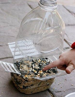 Comedero para aves, con botella reciclada