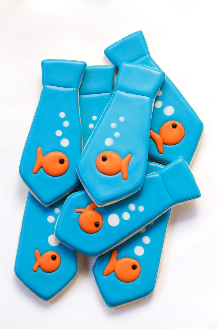 These tie cookies with goldfish are sugar cookies decorated with royal icing and Royal Icing Goldfish. Great project for beginners. Great for Father's Day.
