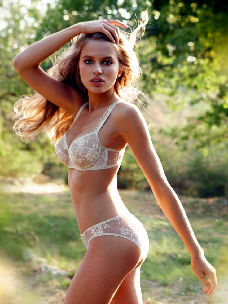 petite-blondes-in-lingerie