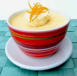 Mousse de Naranja es una de los mejores y mas deliciosos postres sencillos que podrás degustar en la vida. Anímate a sorprender a tus invitados con este postre!