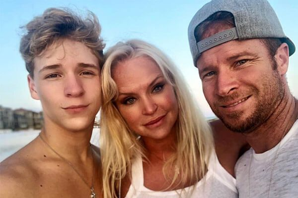 Brian Littrell S Son Baylee Thomas Wylee Littrell Was Born On 26 November 2002 To His Wife Leighanne Wallace Brian Littrell Celebrity Babies Celebrity Families