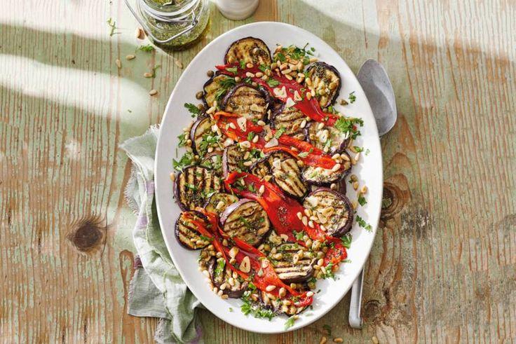 De groenten uit de oven krijgen extra veel smaak door de mediterrane kruidenolie - Recept - Allerhande