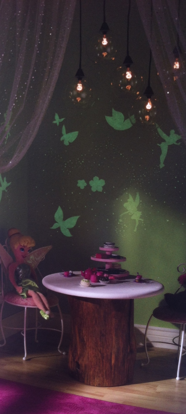I absolutely ADORE this! Glow in the dark paint in a dark corner. Tink nook. Freaking adorable!! #peterpan #tinkerbell #disney