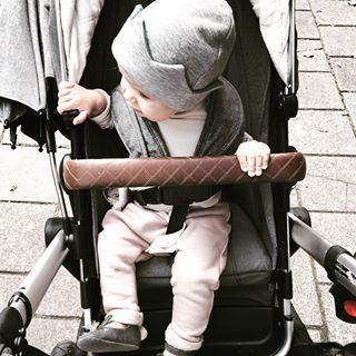 herfstig  #babykleertjes #maendag #beanieroyaal #kroontje #babybroekje #poederkleur #pink #jogging #joolz #kinderwagen #brrr