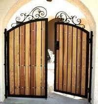 Puertas madera batientes abatibles combinadas de Cerramientos Vadía