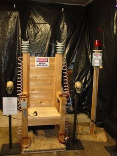 DIY - Build your own electric chair : ideal halloween photo op! (Source : http://haunt31.com/How_To/electric%20chair.htm) more halloween party help at http://halloween-party.fastblogger.uk/