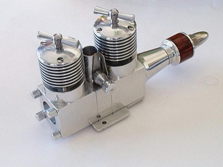"""Hinds Twin"" designed by Australian Stan Hinds, hence the name ""Hinds Twin"". it's a relatively simple and very practical engine to build, being based on commercial cylinder liner/piston assemblies—PAW 1,49cc units in this case. Les Stone completed this one in February 2004."