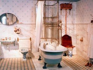 Samstags war Waschtag in der Badeanstalt. Wer sich zu Beginn des vorigen Jahrhunderts ein eigenes Badezimmer leisten konnte, galt ist privilegiert.