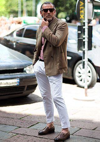 50代 白パンツで垢抜けた着こなしに(メンズ) | Italy Web