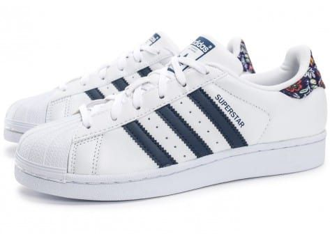 Chaussures adidas Superstar Farm Company blanche et bleu marine vue  extérieure