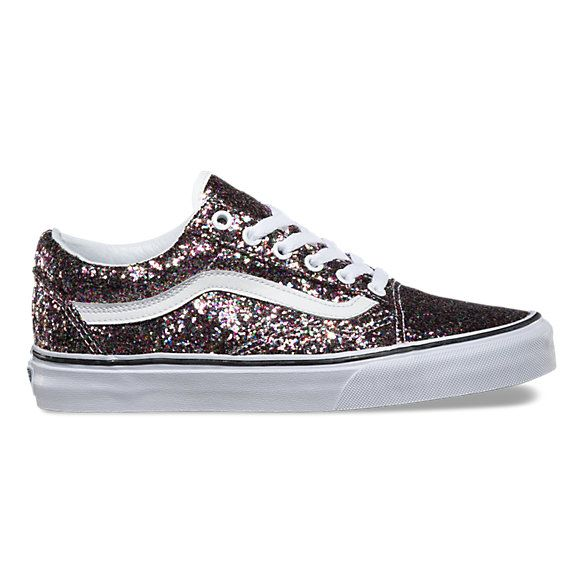The Chunky Glitter Old Skool, the Vans classic skate shoe and first to bare the iconic sidestripe, is a low top lace-up featuring textile uppers with allover chunky glitter, re-enforced toecaps to withstand repeated wear, padded collars for support and flexibility, and signature rubber waffle outsoles.