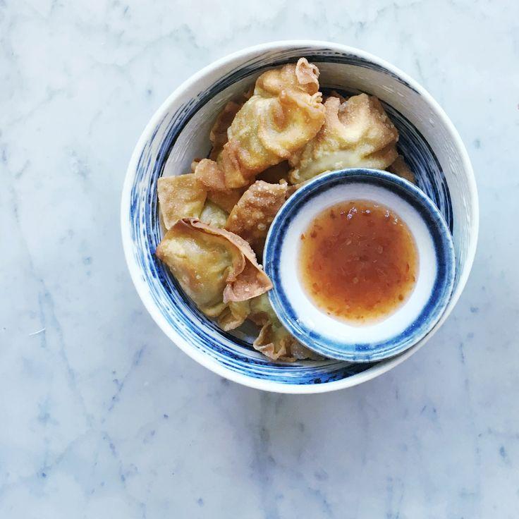 Hoe je dat lekkere Indonesische hapje pangsit maakt? Dat vertel ik je vandaag in…