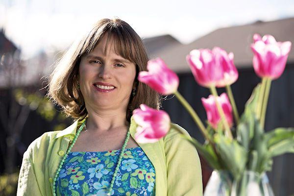 """Bloemen en felicitaties vandaag voor Annelies Talff. De 48-jarige Hoogeveense staat exact vijf jaar droog. Ze vierde het jubileum met haar man en kinderen. Annelies is er nog een beetje beduusd van. """"Vanmorgen verraste mijn man me met een prachtige bos bloemen. 'Voor mijn dorre woestijnroosje', stond op het kaartje. Lief hè?"""" Haar laatste vrijpartij vond plaats in 2012. """"Ik [...]"""