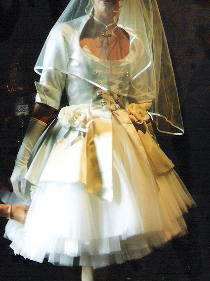 ... Robes de mariée et articles de mariage doccasion  Pinterest  Paris