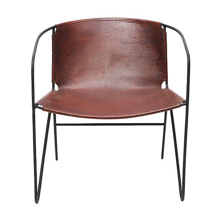 En riktigt snygg stol eller nätt fåtölj med renaste linjer där sits och ryggstöd är i ett helt stycke läder som bara blir snyggare med åren. Yttermått: Höjd ...