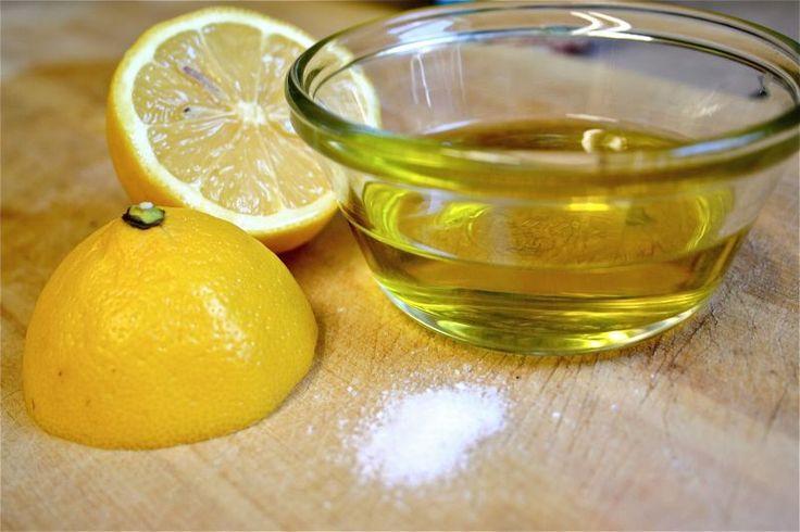 Avem pentru tine soluția naturală care te va scuti în următorii ani de durerea de oase și articulații – Amestecă sare cu ulei de măsline și vei calma în 10 zile orice tip de inflamație… Indiferent de probleme de sănătate pe care le avem, uneori, remediile naturale pot face adevărate minuni, atunci când medicația clasică …