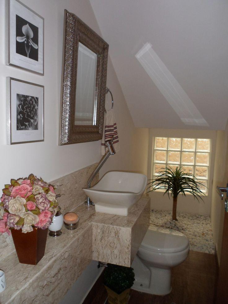 Lavabo embaixo da escada por Alicina de Souza