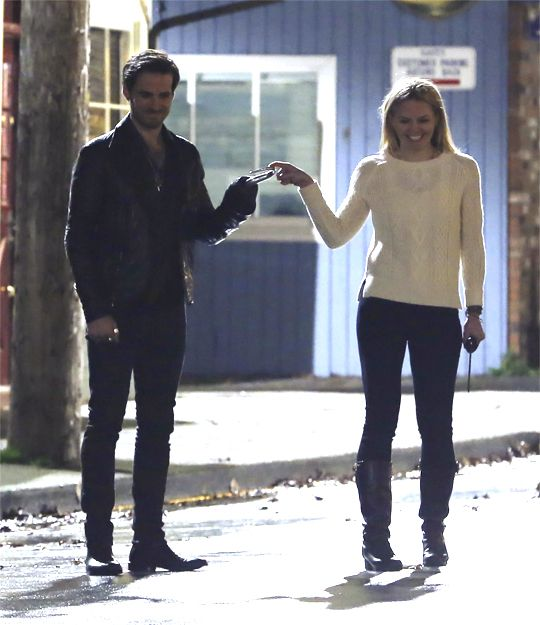 OMG ! This is so cute !! I've never seen that one !! Colin and Jen having fun on set :)