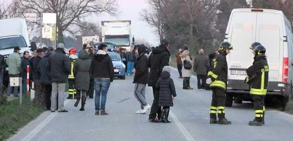 Grave incidente stradale: tassista sbanda e muore. A bordo studentesse dell'Erasmus