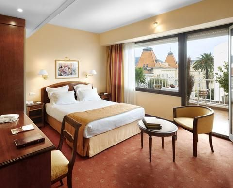 Looking to score a great deal on a hotel? The key to getting the best deals around, up to 60% off of normal price in fact, is flexibility. Whether you're flexible with your dates, your...