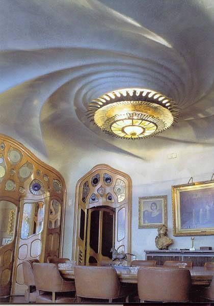 Interior de la #CasaBatllo, #Barcelona http://www.viajarabarcelona.org/lugares-para-visitar-en-barcelona/casa-batllo/