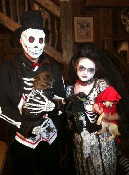 Blake Shelton and Miranda Lambert as Spooky Skeletons #BlakeShelton #MirandaLambert #Halloween