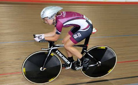 Emily Roper on her way to the Australian under-19 pursuit title earlier this month. The busy Marymount College student manages to fit a 400km, seven-day-a-week training schedule around her senior studies