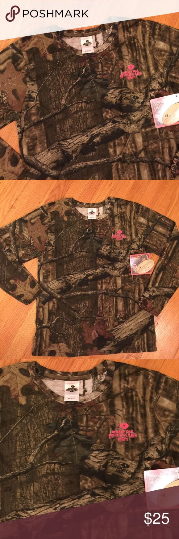 NWT Mossy Oak Women's Long Sleeve Camo  Top Size M NWT Mossy Oak Infinity Women's Long Sleeve Size Medium.  New. 60% Cotton.  40% Polyester. Mossy Oak Tops