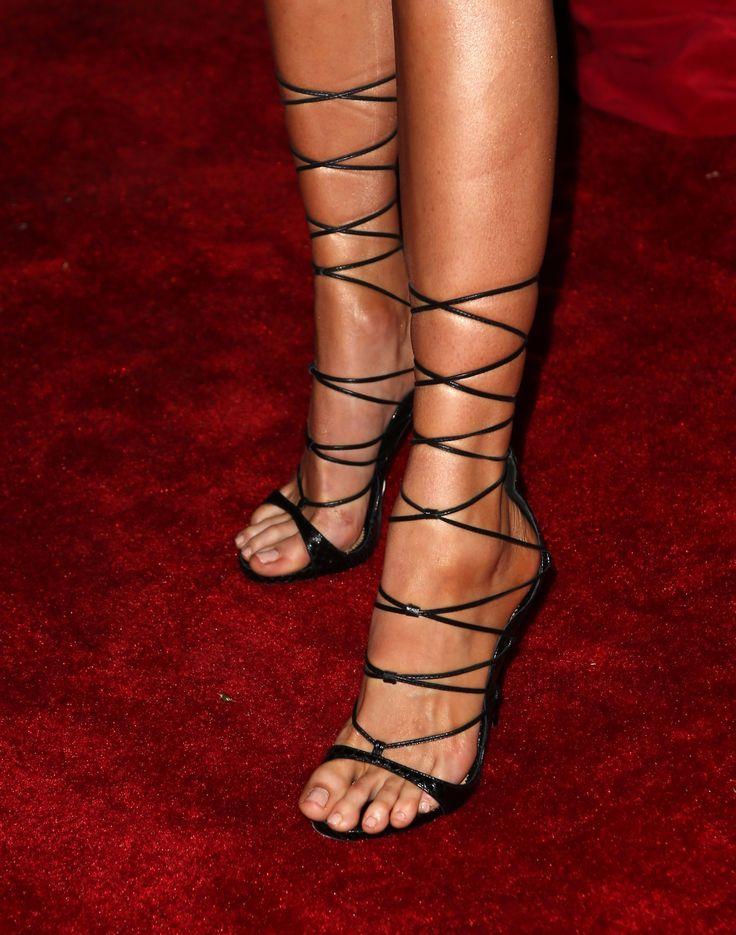 Charlotte McKinney's Feet << wikiFeet