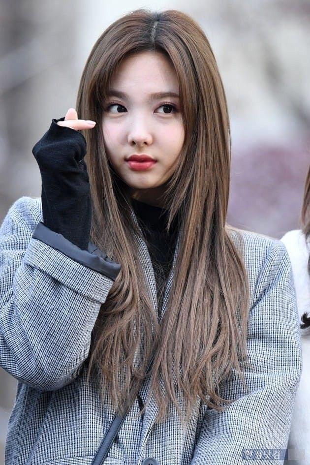 #TWICE #NAYEON #LIKEY : On The Way To Music Bank 2017.11.24