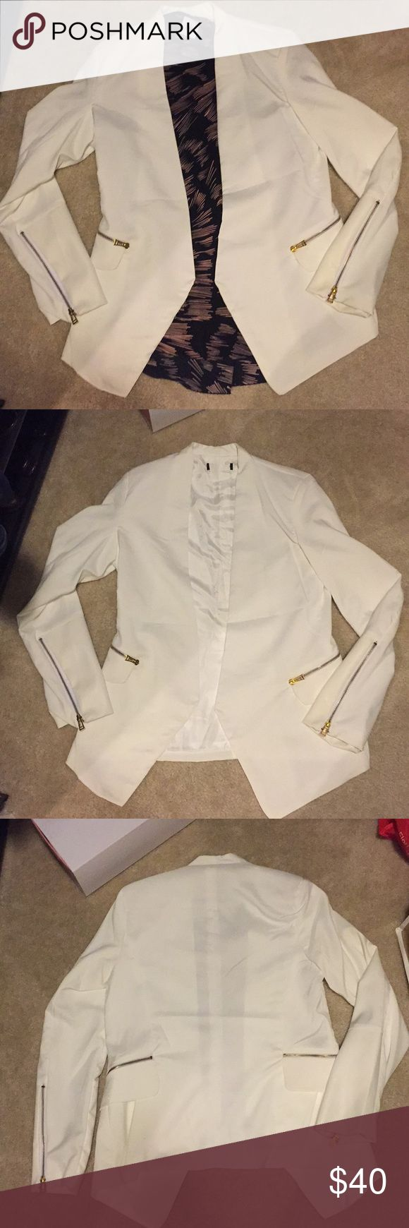 🧥NWOT White Blazer Jacket This pretty white blazer was given to me as a gift and has never been worn. It's way too pretty to continue sitting in my closet. I just tend to wear black blazers to work.   When I received it, it didn't have a tag on it, but it's a medium. 🌸 Shi Long Fashion Jackets & Coats Blazers
