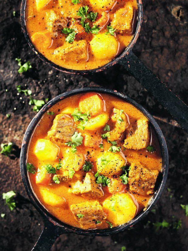 Gulasz? Gulyás!  Naczelny węgierski produkt eksportowy - gulasz, czyli mięso pokrojone w kostkę i uduszone w gęstym sosie, istnieje tylko za granicą