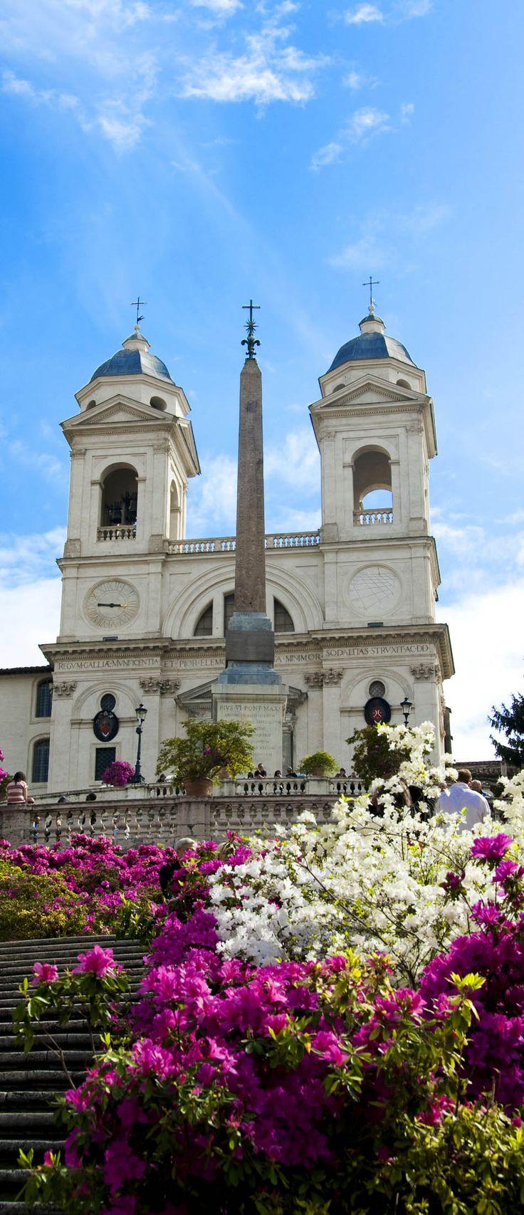 スペイン広場のトリニタ・ディ・モンティ教会. ローマ 旅行・観光おすすめ見所!