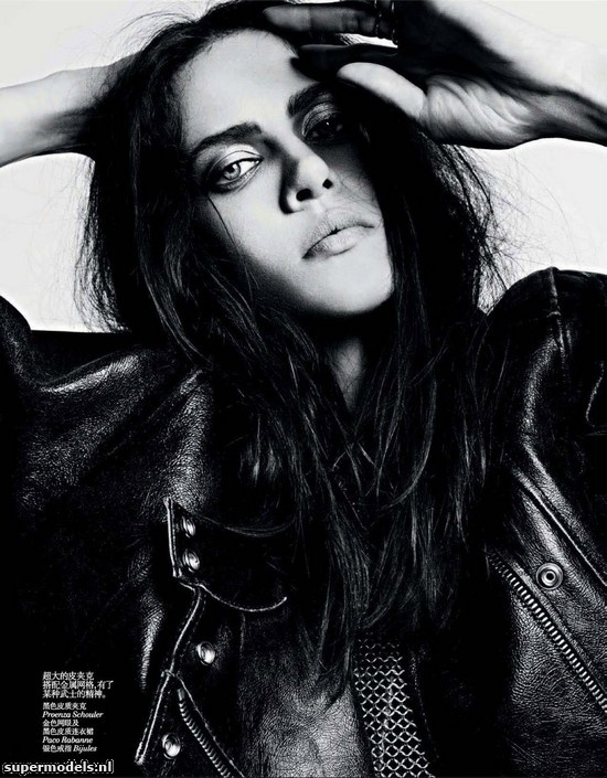 Aymeline Valade in 'Dark Star' - Photographed by Hedi Slimane (Vogue China November 2012)    Complete shoot after the click...