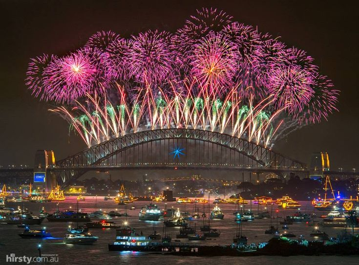 Stunning NYE fireworks display in Sydney Harbour - someday I will see this in person