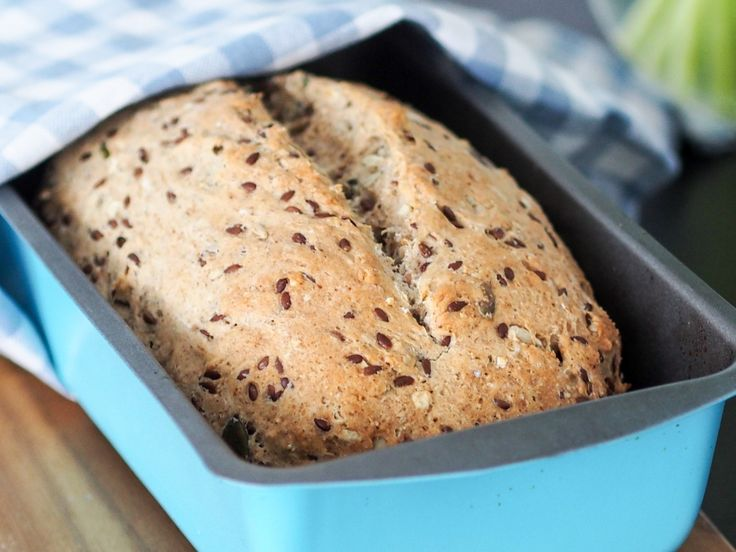 Saftig flerkornsbrød + mine tips til alltid godt brød!