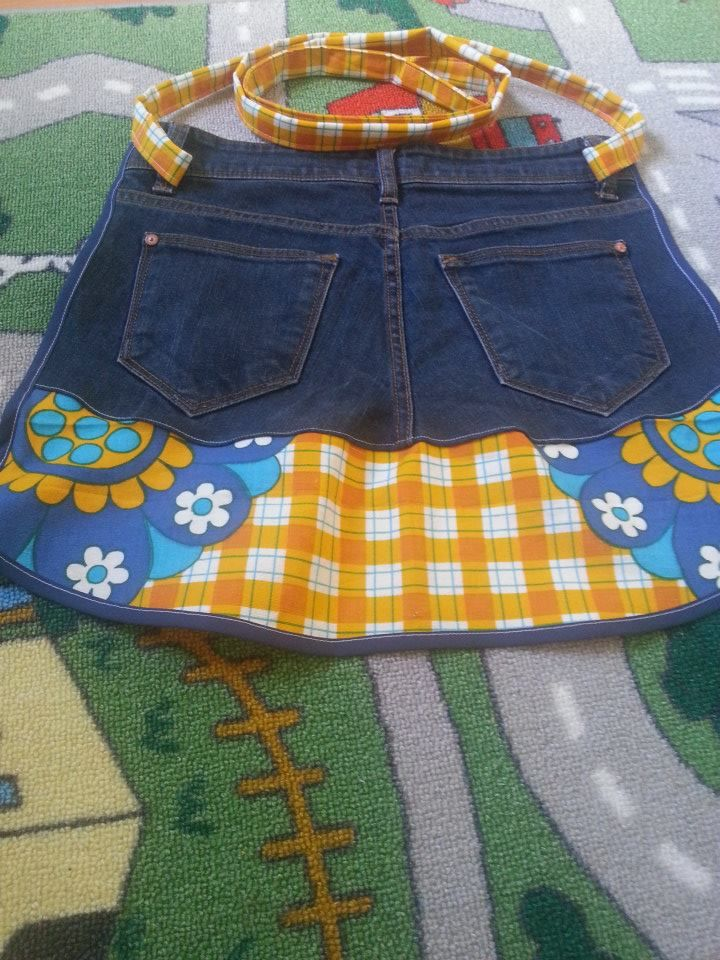 DIY apron from old jeans and vintage fabric
