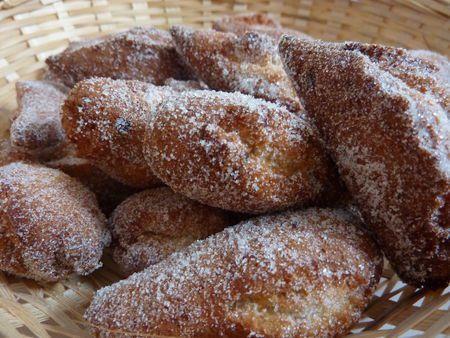 Voici ma recette de Schangalas, beignets de Carnaval Alsaciens. J'adore les beignets de carnaval, dès la première bouchée je replonge dans mes souvenirs carnavalesques d'enfance, d'ailleurs je me souviens précisément du premier schangalas de ma vie et du bonheur que j'avais éprouvé en croquant dedans! En fait j'aime beaucoup toutes ces petites recettes qu'on ne mange qu'une fois par an, c'est ça qui fait tout leur charme! Et donc toutes les années pour mardi gras je fais cette recette…