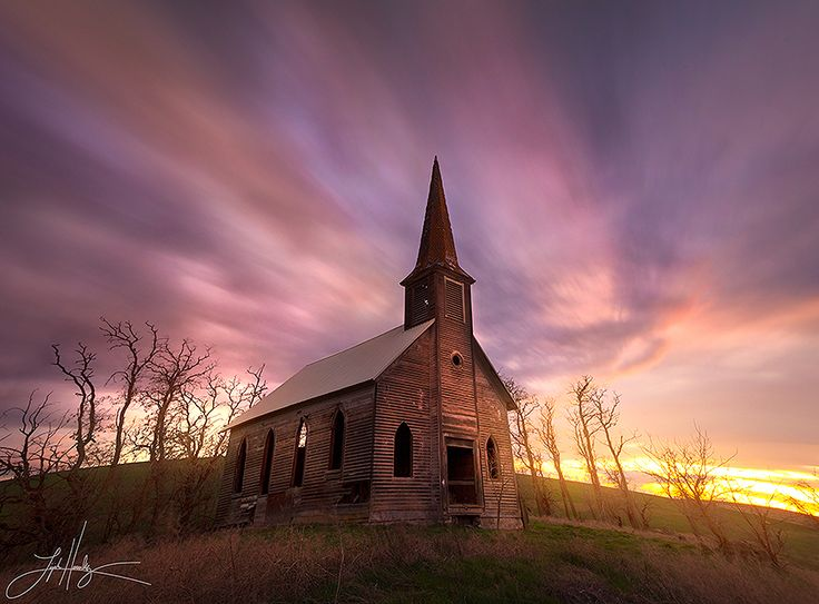 Beautiful photo of an abandoned church in Oregon.