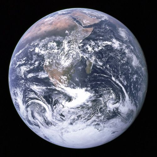 Earth in Full View : The Apollo 17 crew caught this breathtaking...
