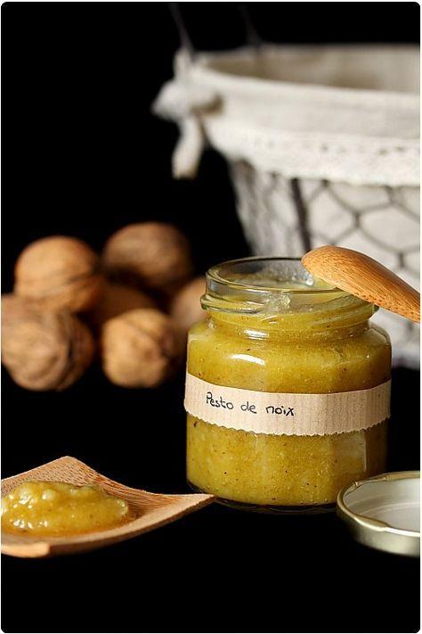pesto de noix 50g de cerneaux de noix 40g de parmesan 8 cl d'huile d'olive un peu de sel                                                                                                                                                                                 Plus