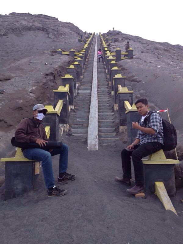 Steps to Top of Mount Bromo In surabaya
