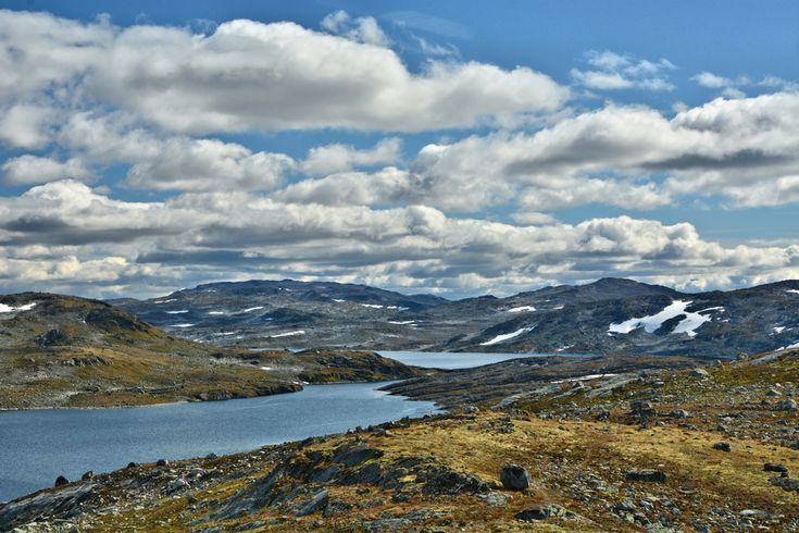 Looking over Nyhellervatnet and Kongshellervatnet