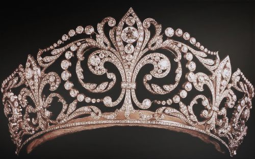 """This tiara, considered the most important diadem of their collection, called """"La Buena"""" (The Good one) and only worn by the Queens of Spain, was a wedding present from King Alfonso XIII to his bride, Princess Victoria Eugenie of Battenberg. Made in 1906 by Ansorena with more than 500 diamonds set in platinum, it features the Fleur de Lys, the Bourbon's emblem."""