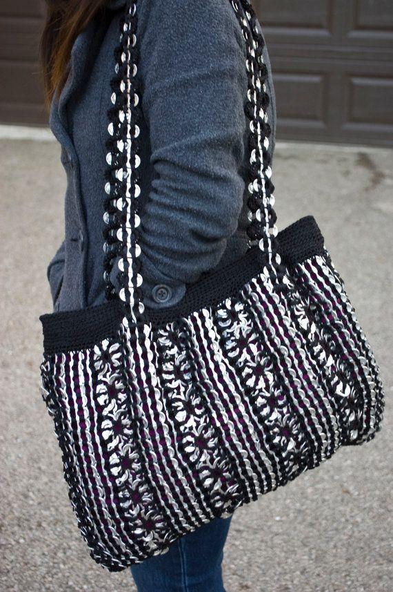 Grande negro reciclado Crochet ficha Pop bolsa por Flor7 en Etsy