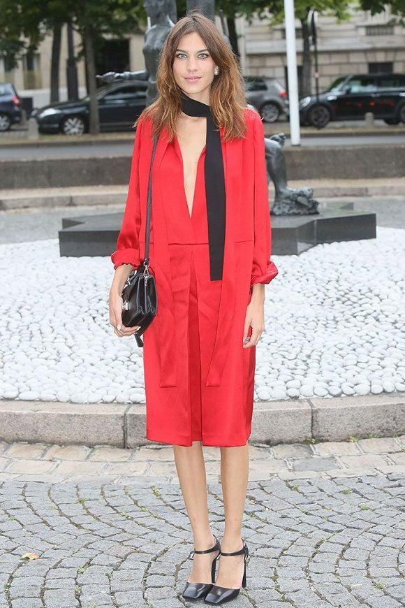 Estilo: Vestidos midi. El verano se ha ido, pero los vestidos han quedado. Si tienes previsto algún evento - un vestido midi puede ser una de las mejores elecciones. Street Style inspira...