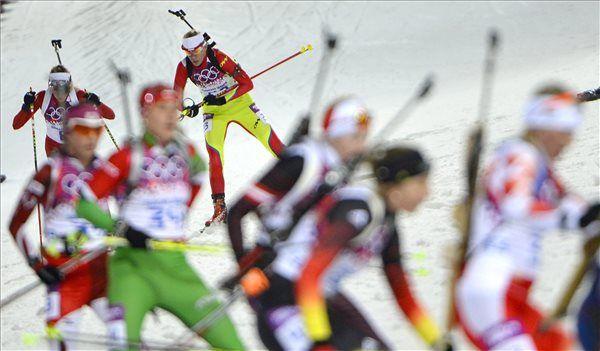 még egy magyar kép Szocsiból  Téli olimpia témájú írások a blogon -> http://blog.volgyiattila.hu/olimpia-szocsi #fotó #sportfotó #sajtófotó #szocsi #sochi2014 #skating #speedskating  A magyar származású, Erdélyben élő, román színekben versenyző Tófalvi Éva (k) a női sílövők 10 kilométeres üldözéses versenyén a szocsi téli olimpián Krasznaja Poljanában, a Laura Sífutóközpontban 2014. február 11-én. Fotó: Illyés Tibor/MTI