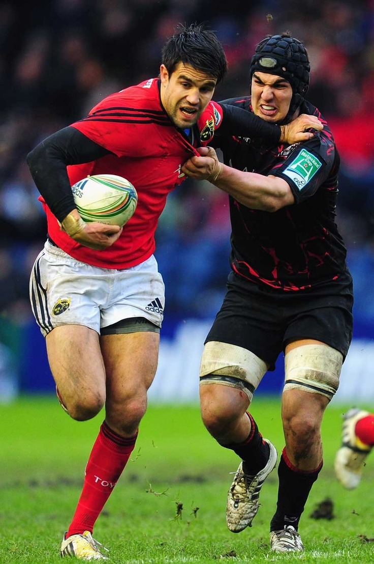 Munster's Conor Murray tries to break away from Stuart McInally